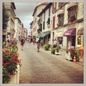 shopping streets through Saint Jean-de-Luz